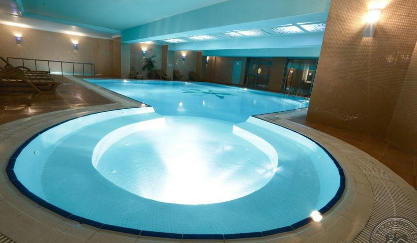 Club Insula pool