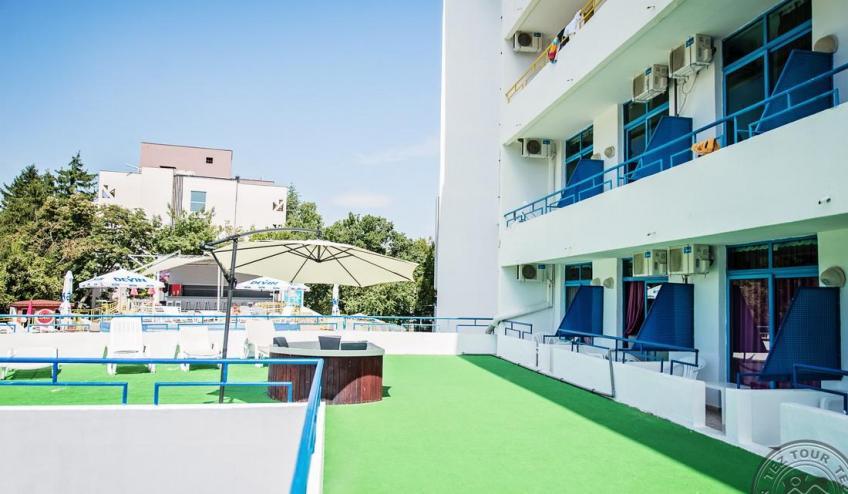 Jacuzzi terrace 1 3685