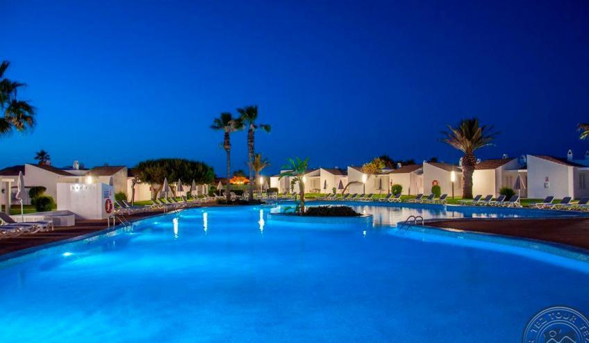 E   Menorcamar   piscina noche 1206