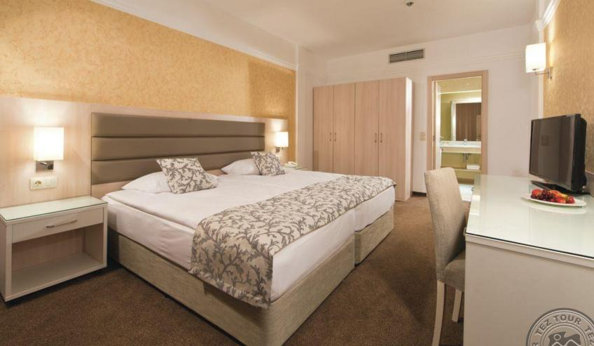 HPA 15 064   Family suite, bedroom 220