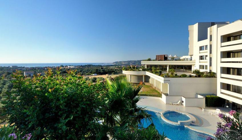 Panoramica lato piscina 8862