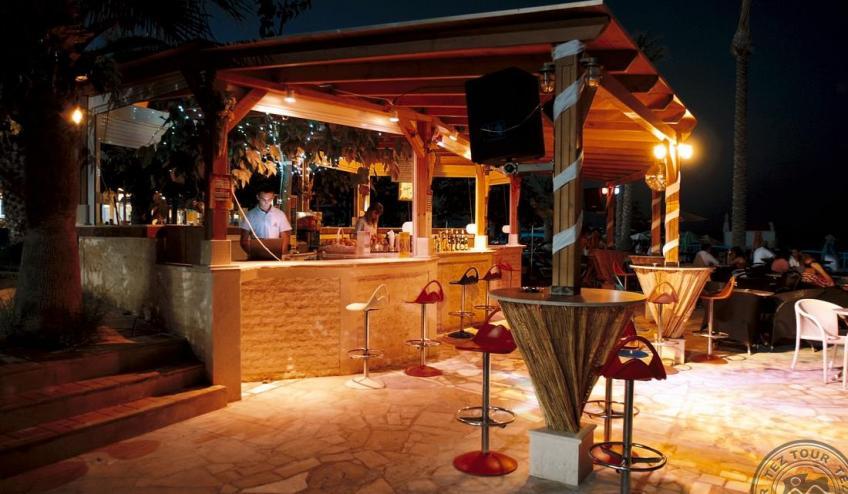 low Beach Bar 02 2855