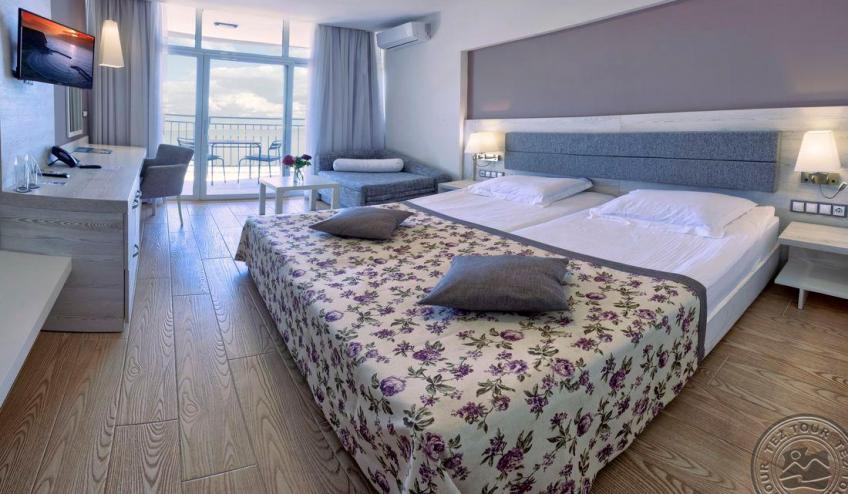 Room 3 Pano 4499