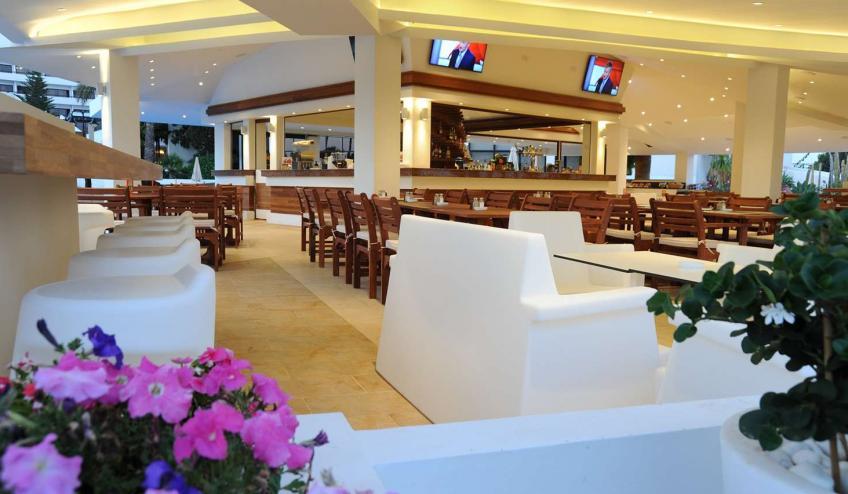 GRLADAMSBE AYIA 37  Vitaminas Pool Bar and Restaurant