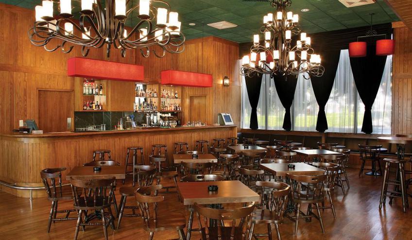 GRLADAMSBE AYIA 41  Victory Pub