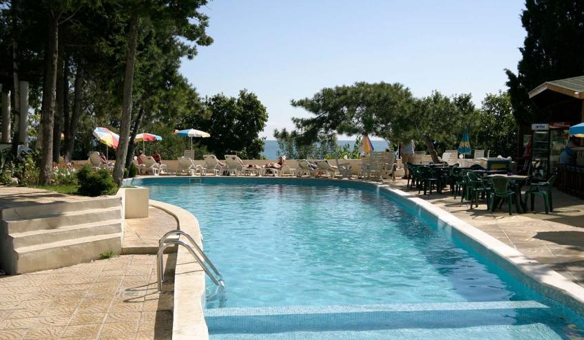 BGVKALIAKR GLSN outdoor pool