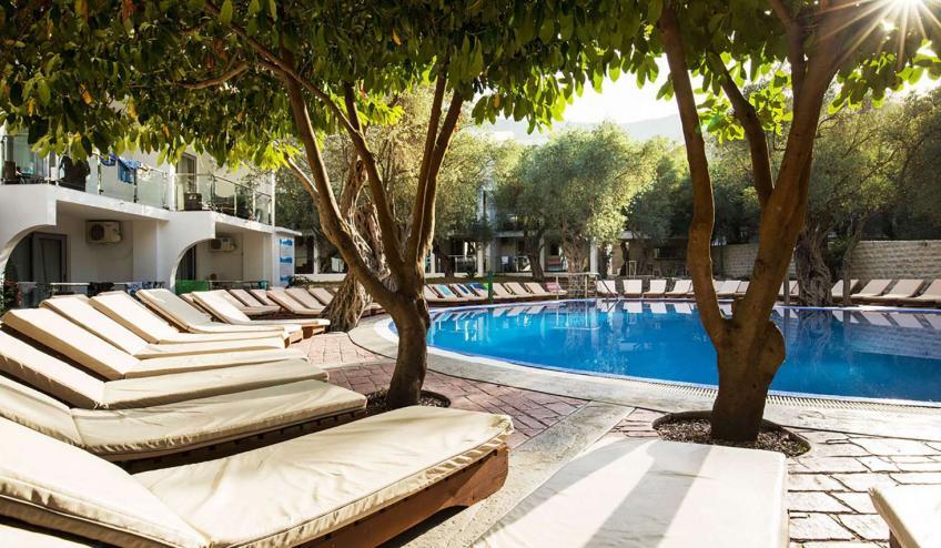 METVILEOLI PETR outdoor pool 1