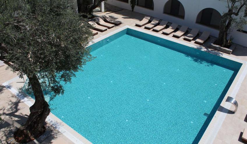 METVILEOLI PETR outdoor pool 3