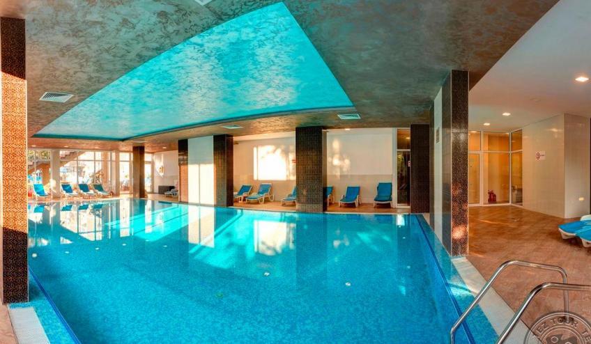 017 Slavey indoor pool 4535